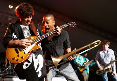 Trombone Shorty and Orleans Avenue getting a bit silly on stage in the middle of a song
